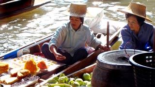 Lam Phaya Floating Market