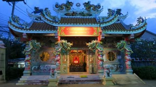A great example of an ornate Thai Chinese-style Buddhist temple