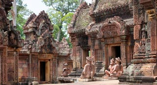 /images/cambodia/nw/angkor/banteay-srei_sm.jpg