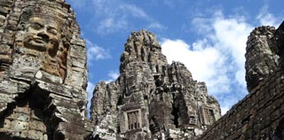Mesmerising & pleasantly imposing smiling stone faces of Bayon, center of Angkor Thom