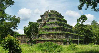 Temple complex left to the jungle for nearly a millennia with an impressive pyramid