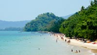 A lively touristic beach, with some beautiful beaches in the nearby area