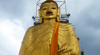 Peaceful temple with a 32m high standing gold Buddha